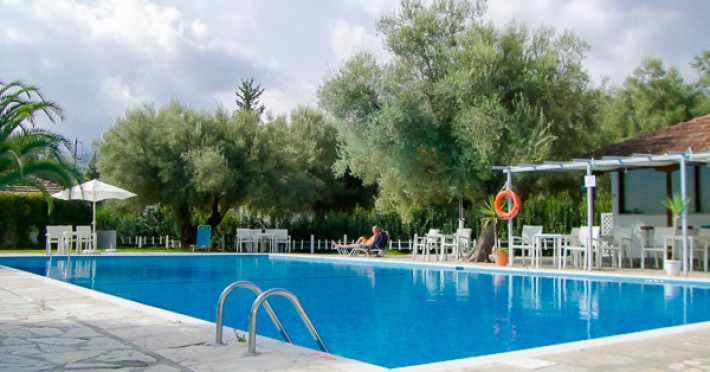 thalero-holidays-center-938-lefkada-hotel-thalero-holidays-center-piscina-exterioara-1461174588.jpg