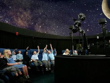Descoperă secretele Universului
