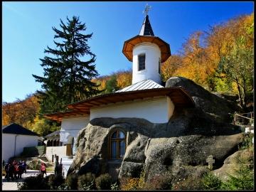 În vizită la prima Capitală a țării Românești - Legende și lilieci
